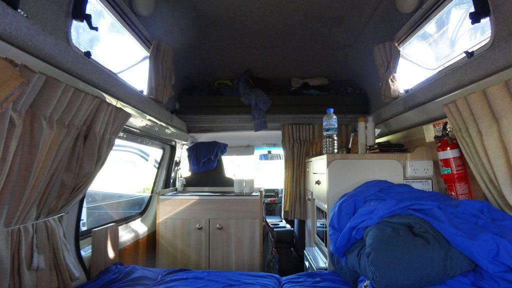 Innenansicht des HiTop-Campers