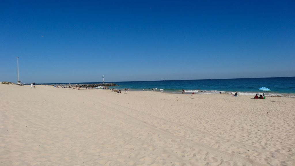 Feiner Sandstrand City Beach bei Perth