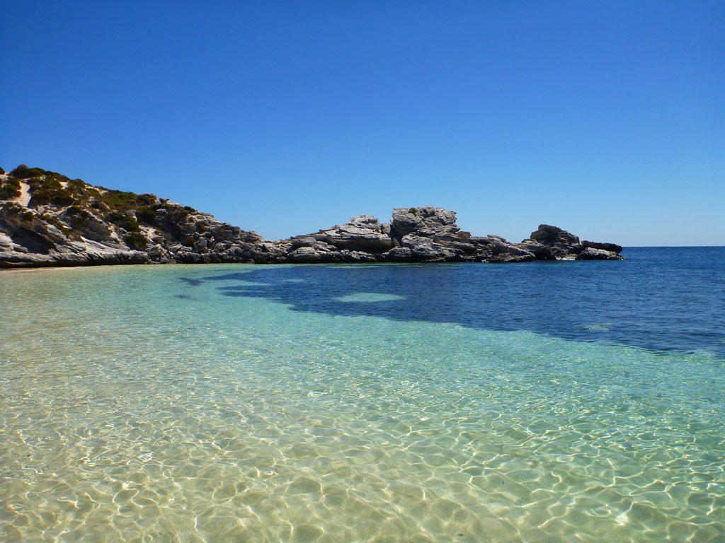 Wasser in der Parakeet Bay auf Rottnest Island in Western Australien
