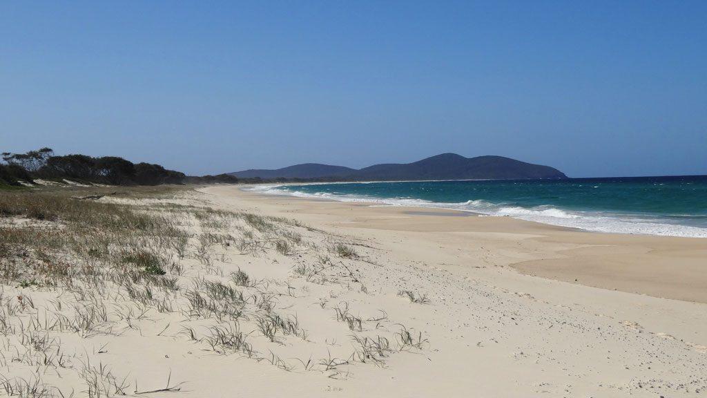 Feiner Sandstrand am Seven Mile Beach
