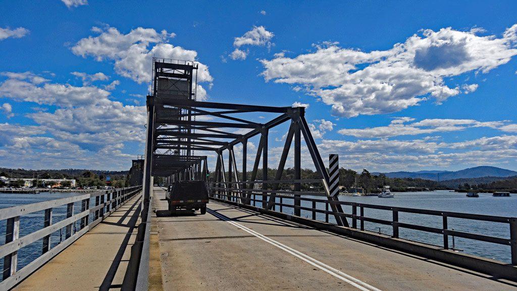 Autobrücke Richtung Stadtzentrum