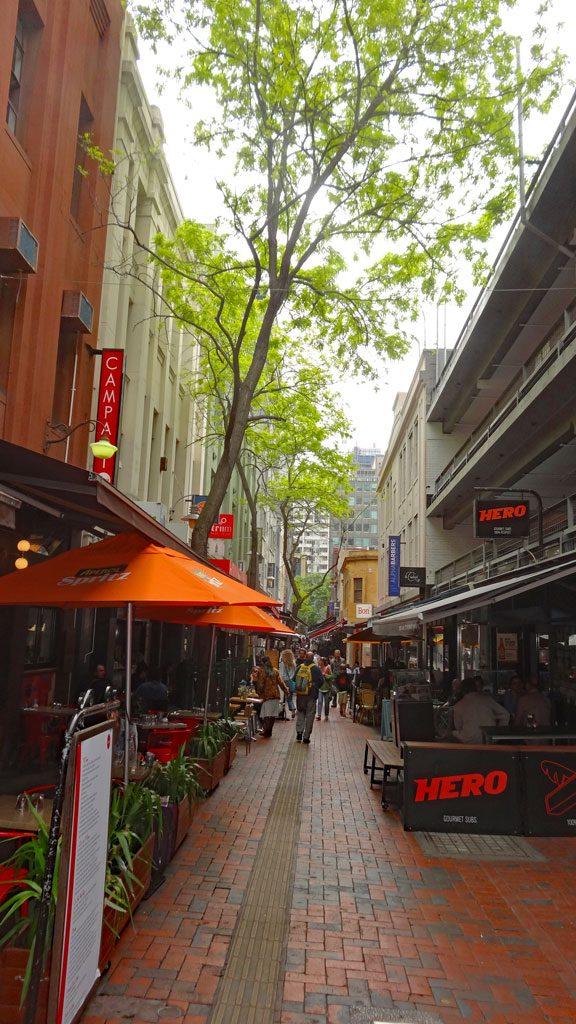 Gemütliche Gasse mit Cafés, Bistros in Melbourne