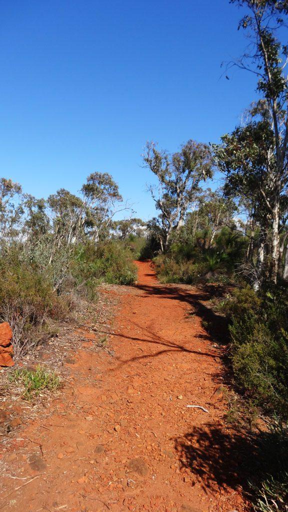Rote Erde auf dem Eagle View Walk