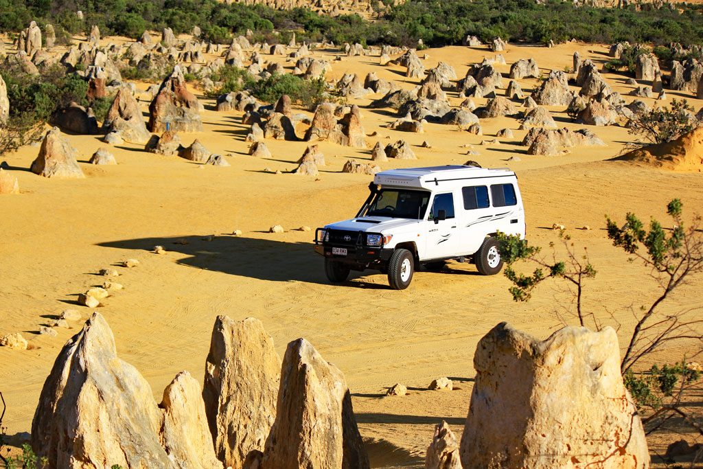 Bush-Camper in der Pinnacles Desert im Nambung Nationalpark