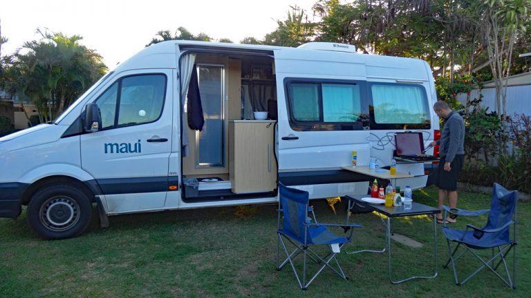 Maui Ultima Camper BBQ direkt am Camper