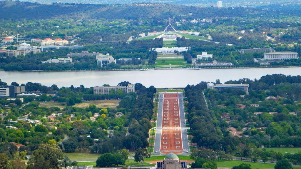 Anzac Parade, Parliament House und Blick auf das War Memorial vom Mount Ainslie, Canberra