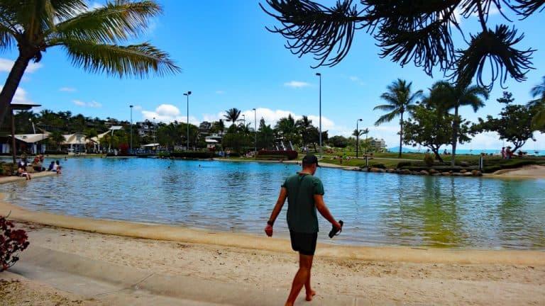 Airlie Beach Lagoon mit Adam, Queensland Australien
