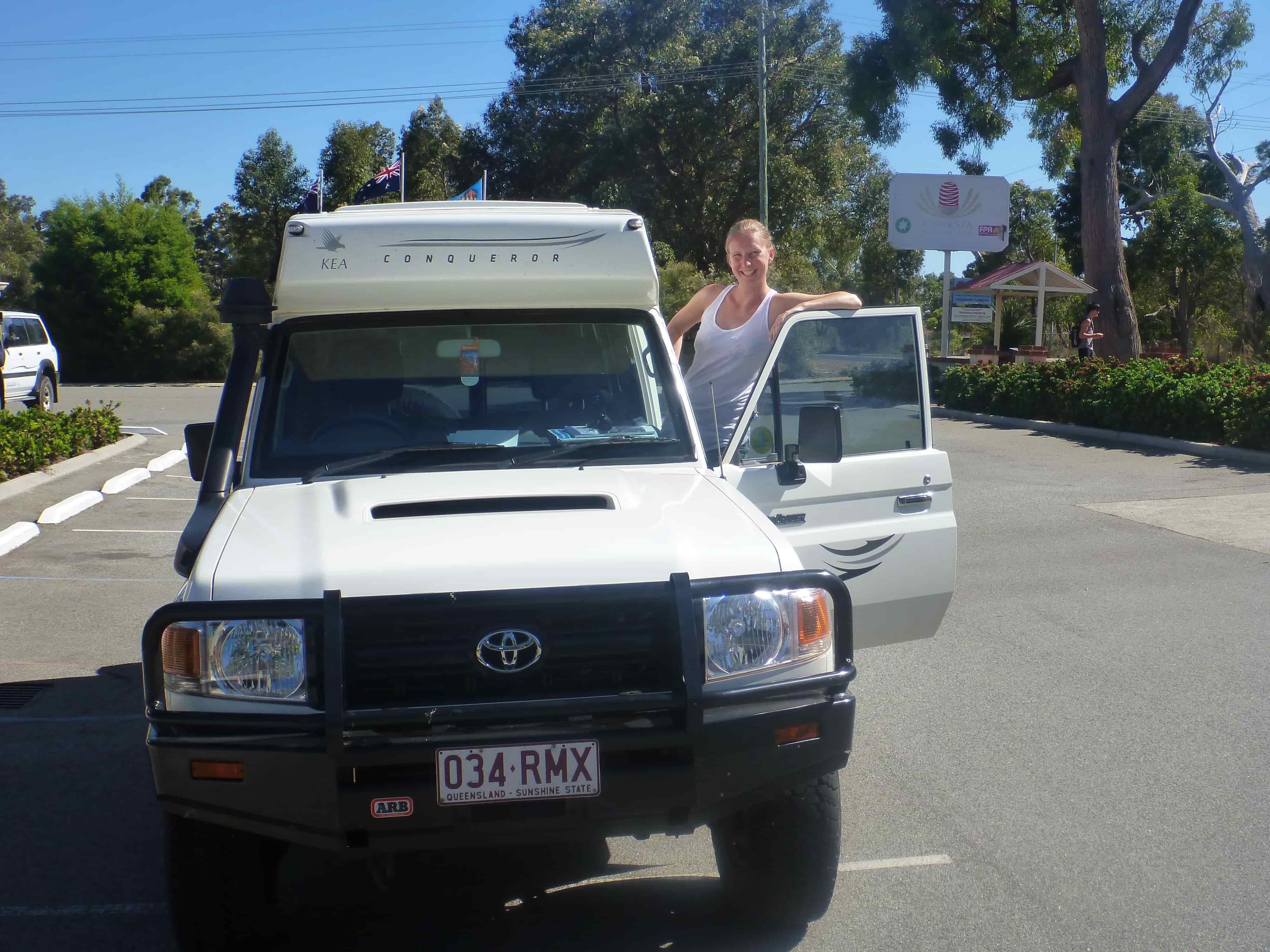 Ivonne mit 4WD Camper